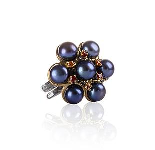BREATHE ring - side view, black rhodium & yellow gold, black pearl & red garnet & orange sapphire